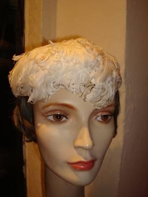 Cleo Romagnoli cappellino di piume