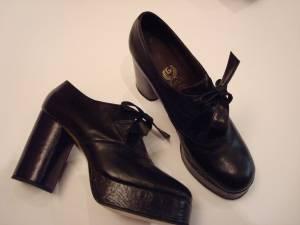 Scarpe nere anni '70